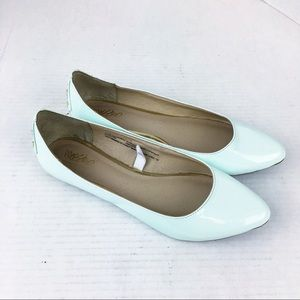 SZ 7 Mint Patent Pointed Toe Flats Studded Heel